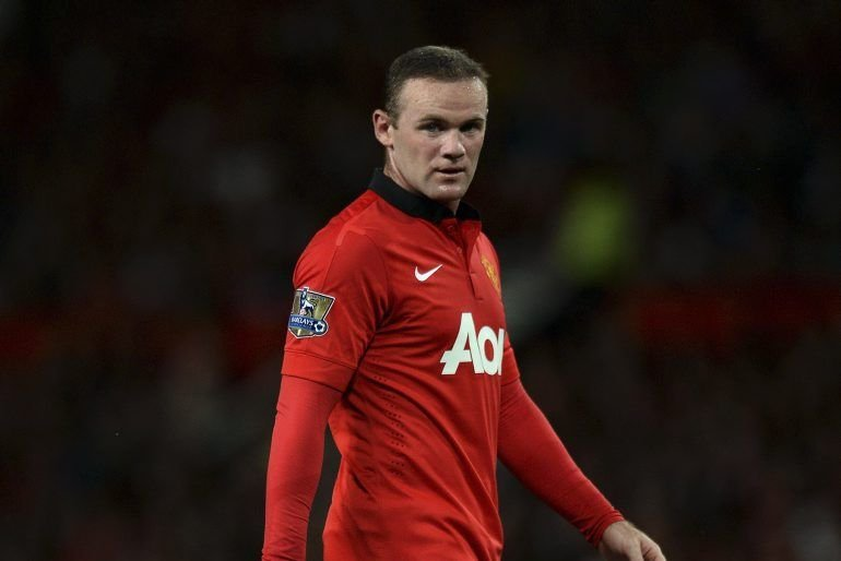 Wayne Rooney vient d'inscrire un coup franc contre... (Photo Andrew Yates, archives AFP)