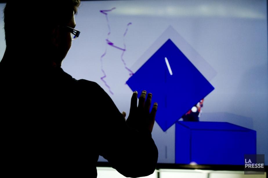Expérience de dessin transatlantique sur deux dômes simultanément... (Photo: Olivier Jean, La Presse)
