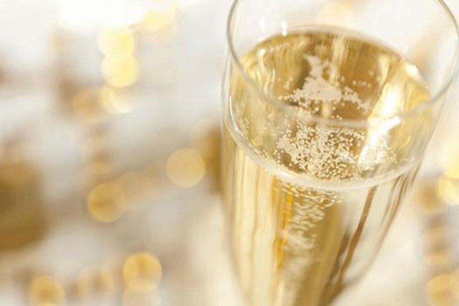 Le champagne a beau être cher, trop cher, on y revient...... (Photo archives)