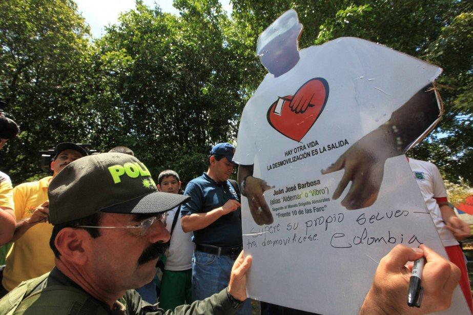 Le généralRodolfo Palomino, de la police colombienne, participe... (Photo Jose Miguel Gomez, Reuters)