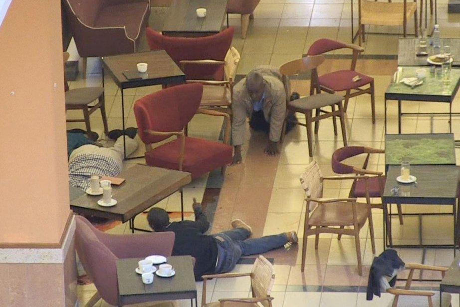 Des clients pris au piège par l'assaut des... (IMAGE NICHOLE SOBECKI, AFPTV)