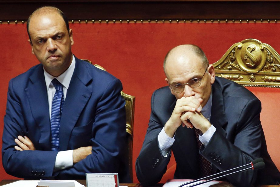 Angelino Alfano (à gauche), en compagnie du premier... (PHOTO REMO CASILLI, ARCHIVES REUTERS)