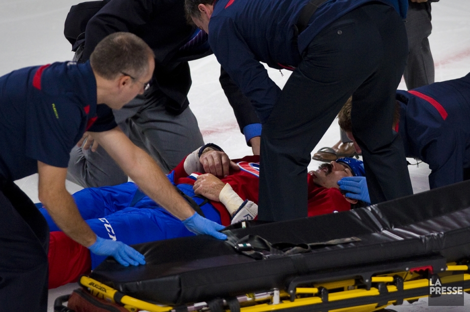 George Parros a quitté la patinoire sur une... (Photo André Pichette, La Presse)