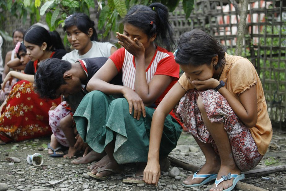 Des Birmans de confession musulmane du village de... (PHOTO SOE ZEYA TUN, REUTERS)