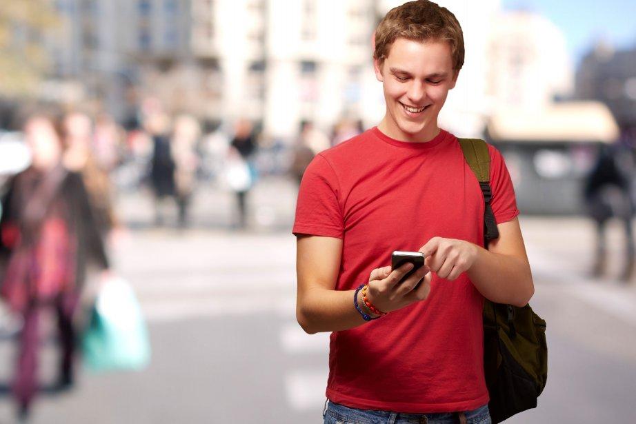 Près de la moitié des utilisateurs de téléphones... (Photo Aaron Amat/shutterstock.com)