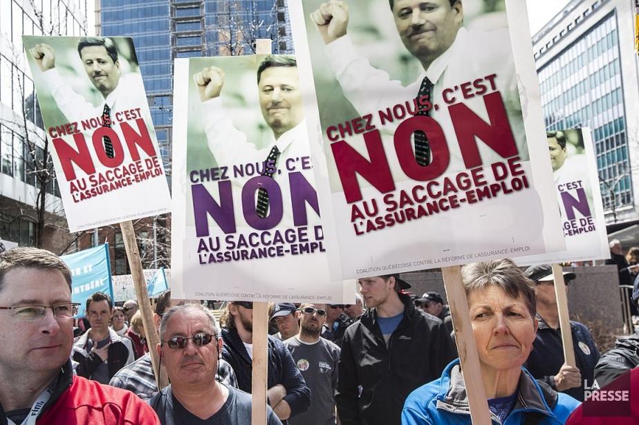 Des centaines de Québécois avaient manifesté en avril... (Photo Olivier PontBriand, Archives La Presse)