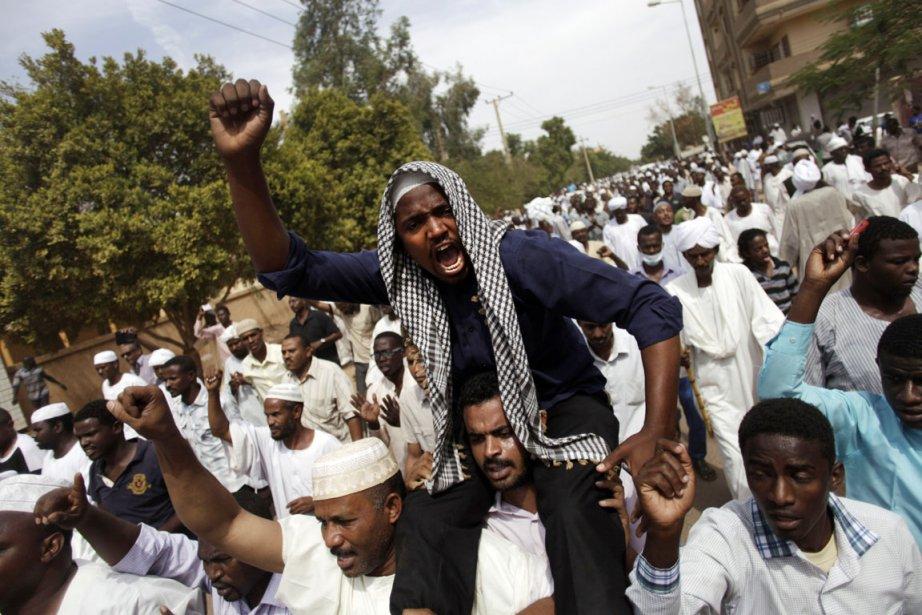 Après les manifestations qui ont débuté il y... (PHOTO KHALIL HAMRA, ARCHIVES AP)