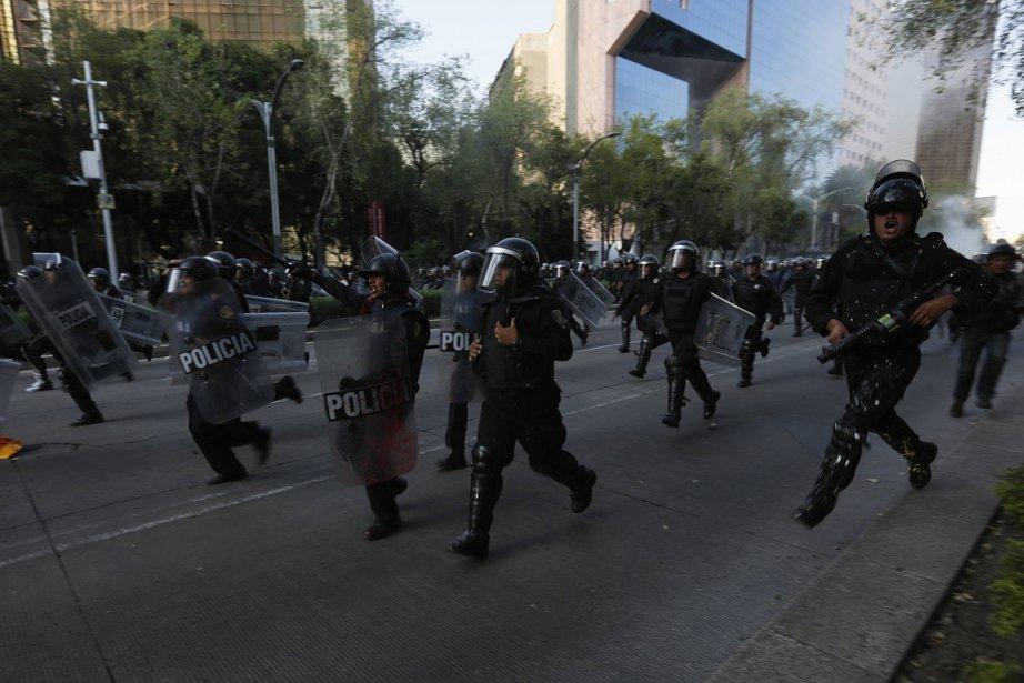 Au moins 50 personnes ont été blessées après... (PHOTO TOMAS BRAVO, REUTERS)