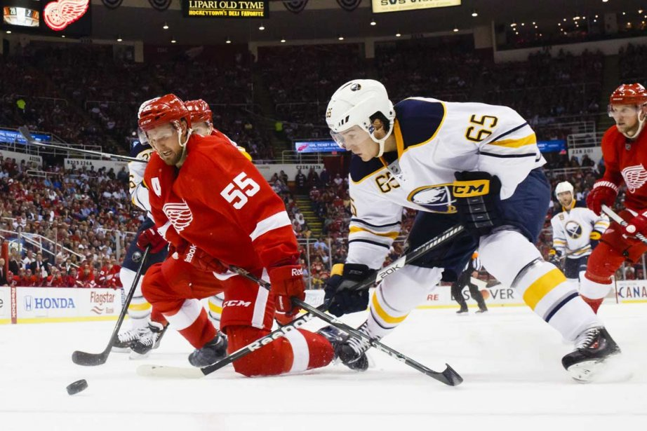 Pavel Datsyuk et Mikael Samuelsson ont... (Photo Rick Osentoski-USA TODAY Sports)
