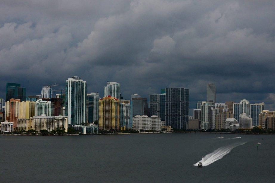 Karen pourrait atteindre la force d'un ouragan d'ici... (Photo The Miami Herald, Shannon Kaestle, AP)