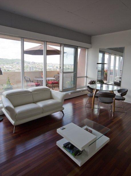 Pièce principale du penthouse, le salon partage l'espace avec un... | 2013-10-04 00:00:00.000