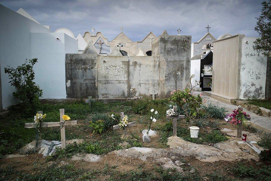 Des tombes d'immigrants, non identifiées, dans un cimetière... (PHOTO ROBERTO SALOMONE, AGENCE FRANCE PRESSE)