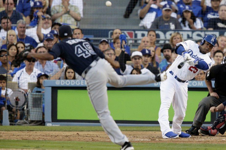 Carl Crawford, des Dodgers, a claqué un circuit... (Photo Jae C. Hong, AP)