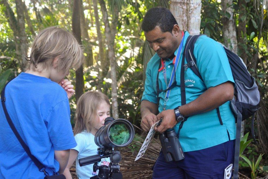 Visite du parc de Cahuita avec un guide (Photo Bénédicte Millaud, La Presse)