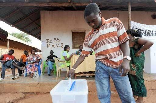 Législatives «irrégulières» en Guinée: la communauté internationale hausse le ton