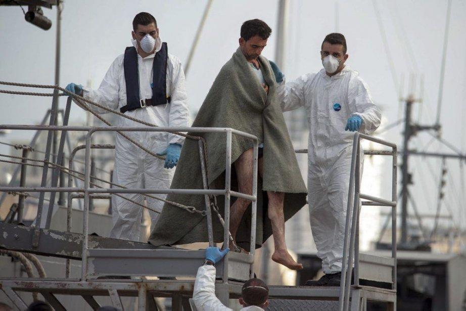 Les autorités italiennes et maltaises en ont sauvé... (Photo Lino Arrigo Azzopardi, Associated Press)
