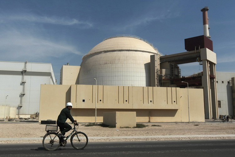La centrale nucléaire iranienne deBushehr, près du golfe... (PHOTO ARCHIVES ASSOCIATED PRESS)