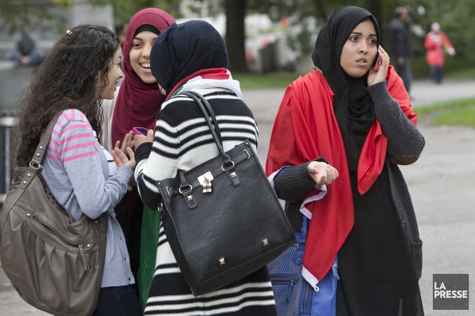 Des jeunes musulmanes lors d'une manifestation récente contre... (Photo Robert Skinner, archives La Presse)