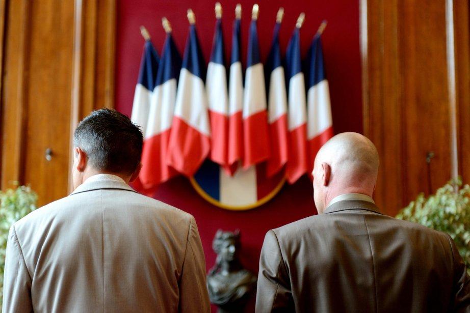 La loi autorisant le mariage et l'adoption pour... (PHOTO DENIS CHARLET, AFP)