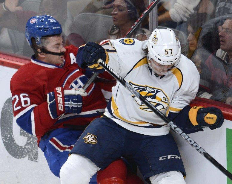 Josh Gorges du Canadien se fait plaquer par Gabriel Bourque. (Photo Bernard Brault, La Presse)