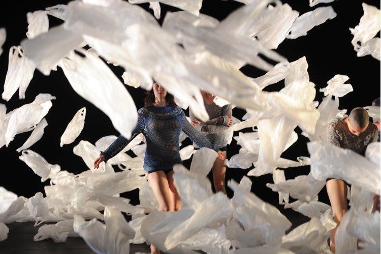 Les danseurs de Weather expriment notamment la relation... (Photo: fournie par la production)