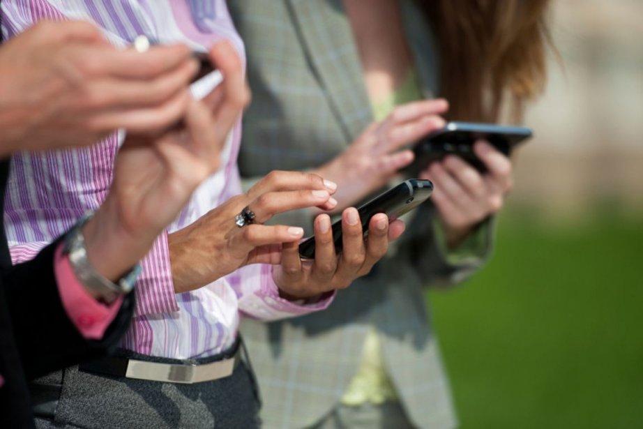 «Nous demandons au secteur des téléphones portables de... (PHOTOS.COM)