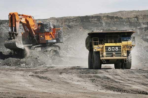 Une exploitation de sables bitumineux en Alberta.... (Photo archives La Presse Canadienne)