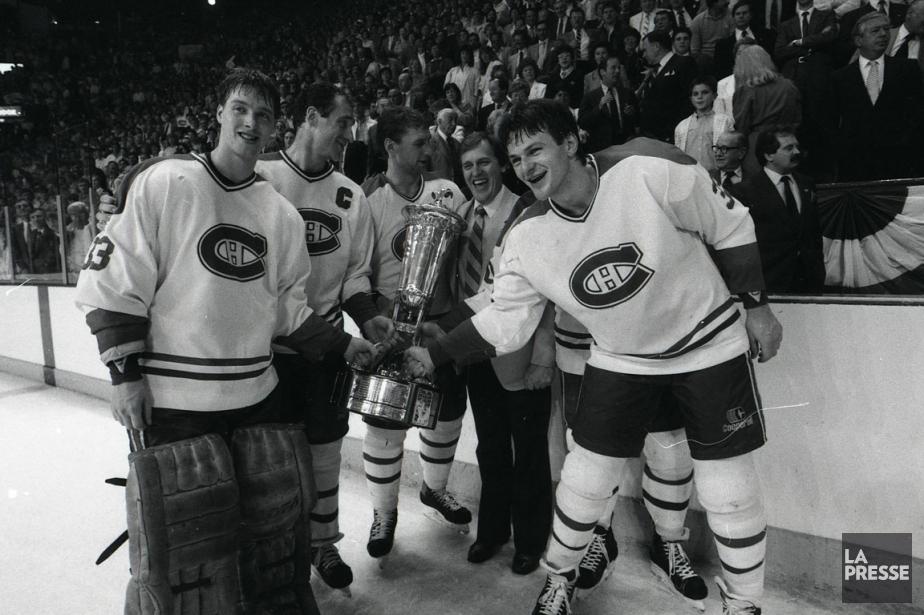 En 1986, les jeunes Patrick Roy et Claude... (Photo Armand Trottier, archives La Presse)