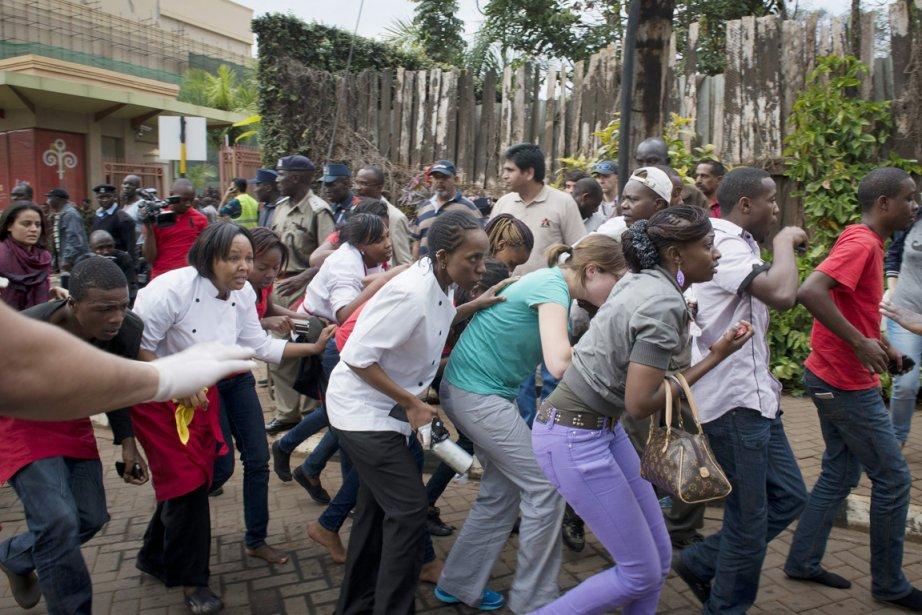 Des clients du Westgate, qui étaient à l'intérieur... (PHOTO JONATHAN KALAN, ARCHIVES AP)