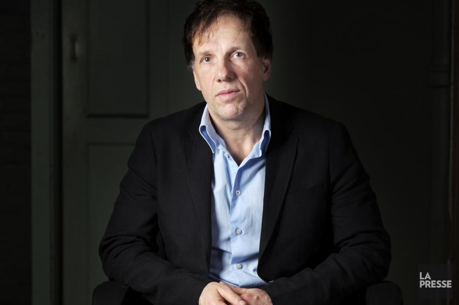 Carl Leblanc se délecte des hasards de la... (Photo Olivier Pontbriand, La Presse)