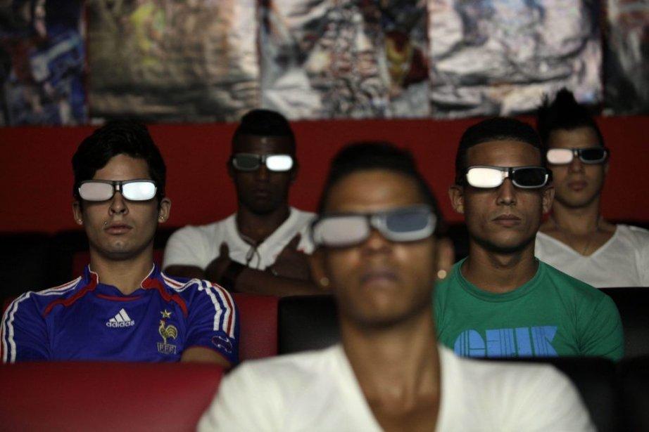 Les cinémas et salles de jeux vidéo privés... (Photo Franklin Reyes, AP)