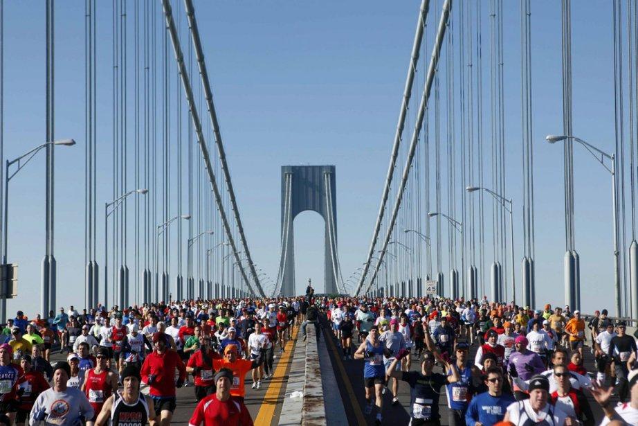Les marathoniens sont de retour à New York... (Photo Jason Decrow, AP)