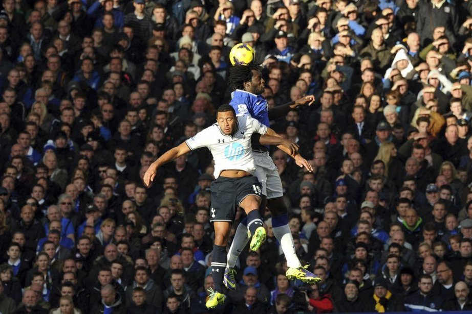 Le nul de 0-0 entreTottenham et Everton permet... (Photo Paul Ellis, AFP)