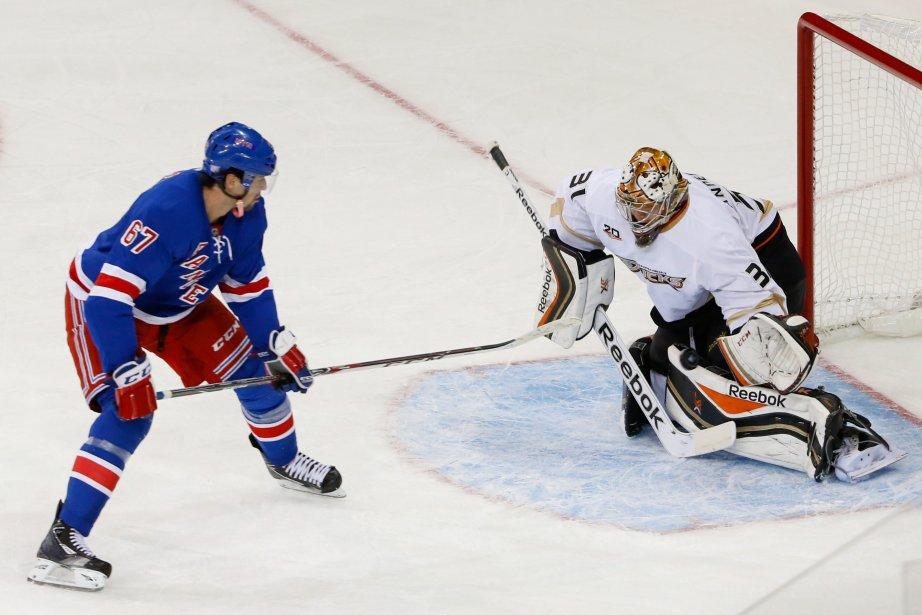 Le gardien Frederik Andersen desDucks d'Anaheim a réalisé... (Photo Anthony Gruppuso, USA Today Sports)
