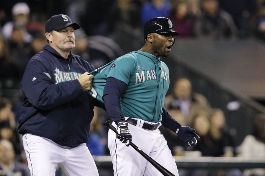À gauche, l'ancien gérant des Mariners de Seattle, Eric... (Photo Elaine Thompson, AP)