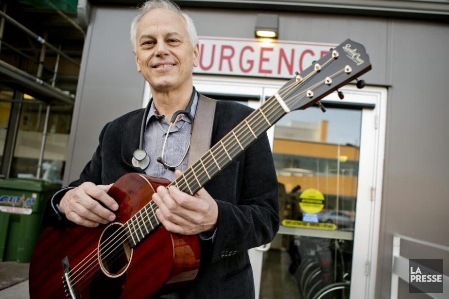 Marc Chassé, pneumologue intensiviste à l'Hôpital Charles-LeMoyne, lance... (Photo: Marco Campanozzi, La Presse)