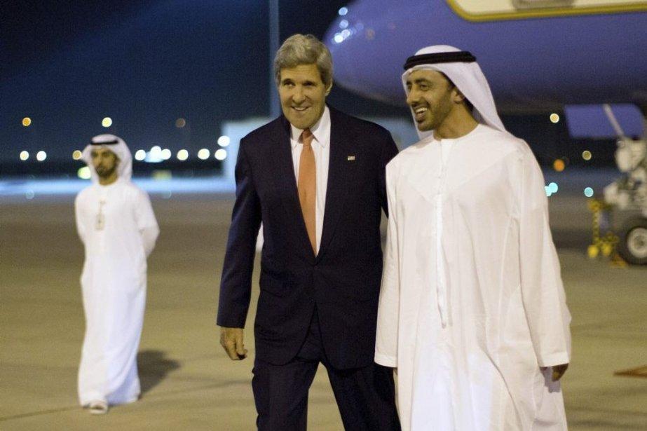 Le secrétaire d'État américain John Kerry en compagnie... (PHOTO JASON REED, AFP)