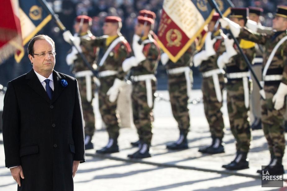 François Hollande se rendait à l'Arc de triomphe... (PHOTO  IAN LANGSDON, AFP)
