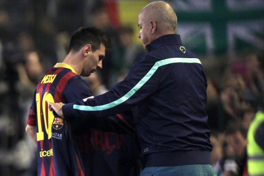 Lionel Messi s'est blessé à la jambe pour... (Photo Marcelo del Pozo, Reuters)