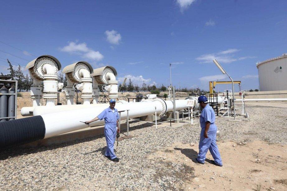 Installations pétrolières à Zawiya, en Libye.... (Photo AFP)
