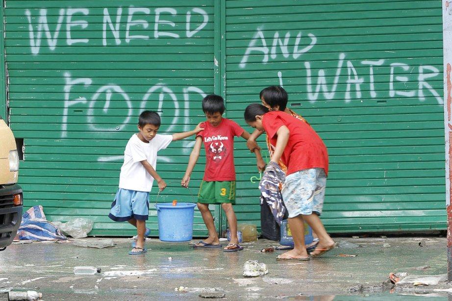 Pour Oxfam, le principal défi est de fournir... (PHOTO ROMEO RANOCO, REUTERS)
