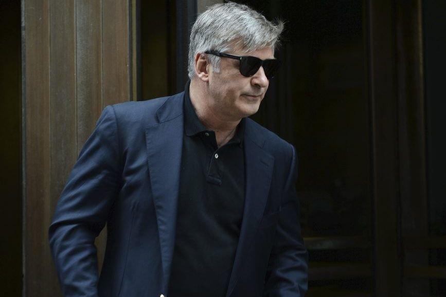 Alec Baldwin quitte la cour après son témoignage.... (Photo: AFP)