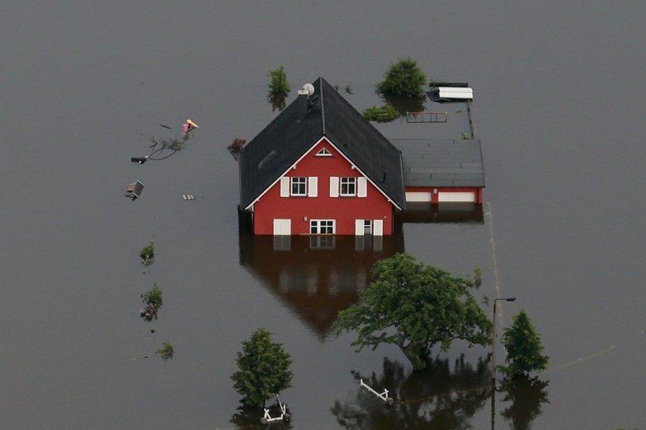 Débordement de l'Elbe près de Fischbeck en Allemagne.... (Photo Reuters)