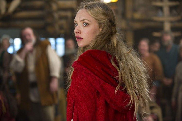 Amanda Seyfried a incarné le petit chaperon rouge... (Warner Bros.)