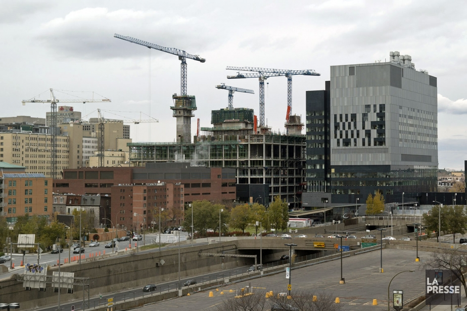 Le mégahôpital montréalais du CHUM est présentement en... (Photo Archives La Presse)
