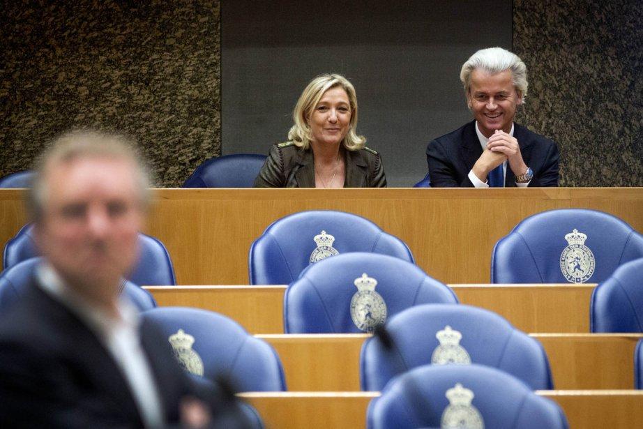 La présidente du Front national Marine Le Pen... (PHOTO VALERIE KUYPERS, AFP/ANP)