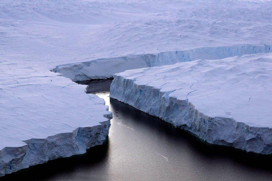 La masse de glace s'est détachée début juillet... (Photo TORSTEN BLACKWOOD, AFP)