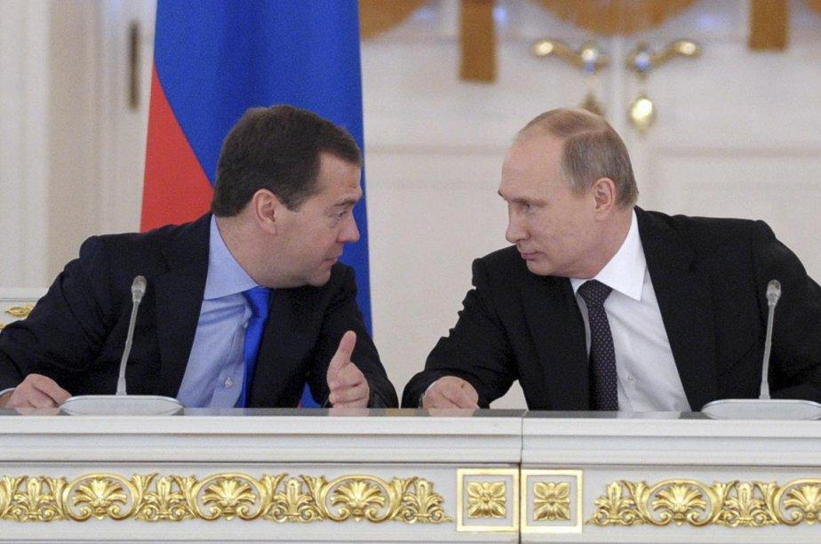Dmitri Medvedevet Vladimir Poutine.... (Photo archives Reuters)