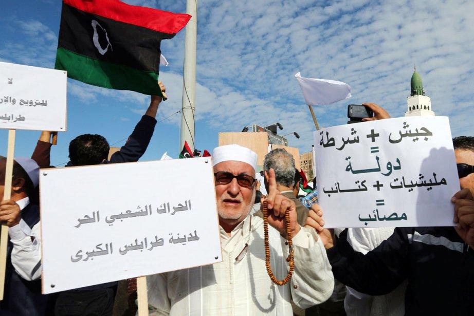 La manifestation à Tripoli, à laquelle des milliers... (PHOTO MAHMUD TURKIA, AFP)