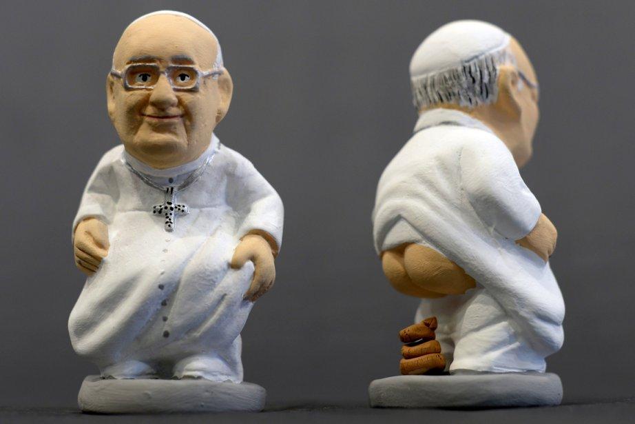 Selon la tradition, le santon «chieur» fertilise les... (Photo Lluis Gene, AFP)